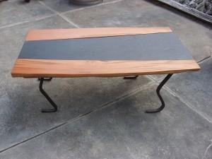Salontisch mit Schiefer und Lärchenholz